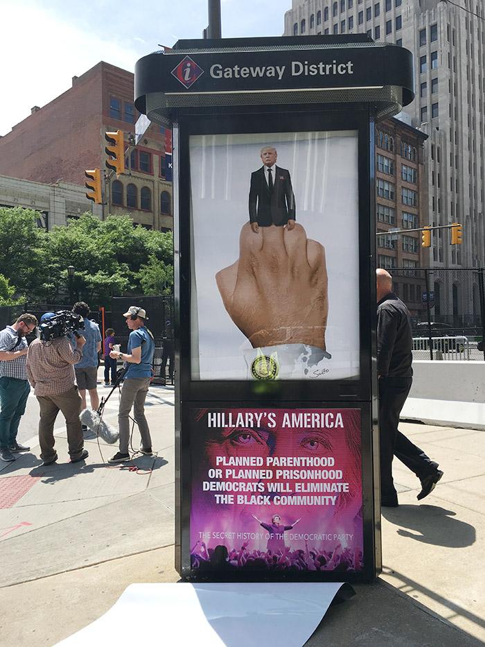 trump_finger